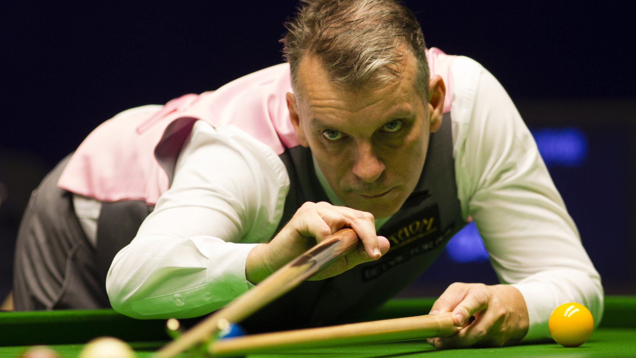 English Open: Mark Davis beats Ronnie O'Sullivan to reach first ranking final