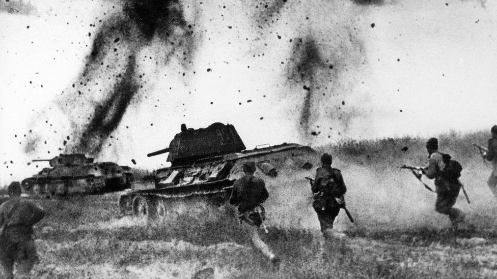Posle više od tri godine ratovanja, Sovjetski Savez je razbio nemačke snage i nalazio se na svega nekoliko kilometara od Berlina