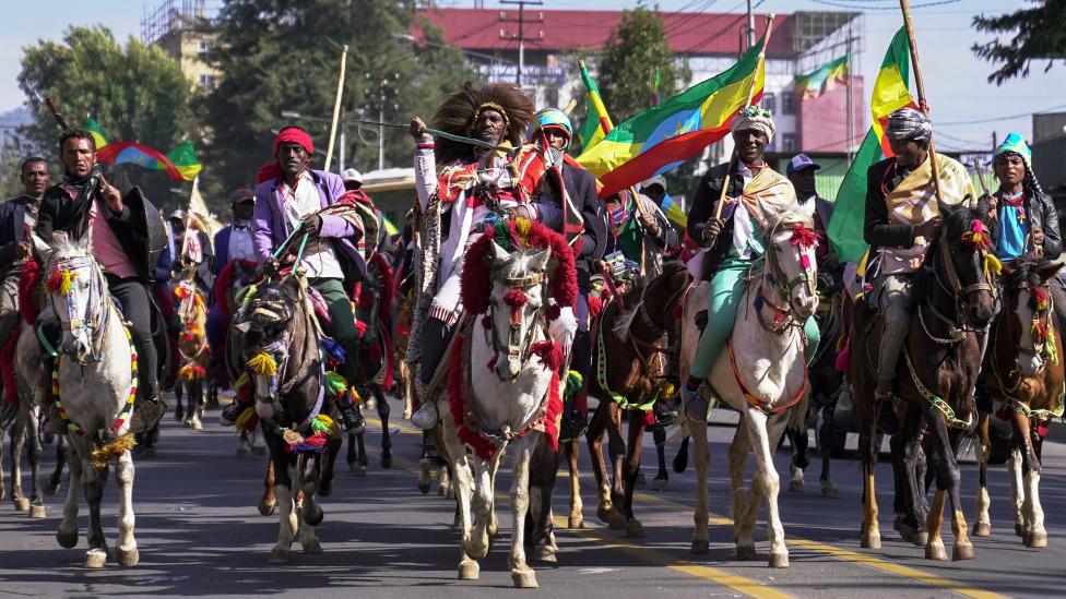 Hombres a caballo durante la conmemoración de la Batalla de Adwa