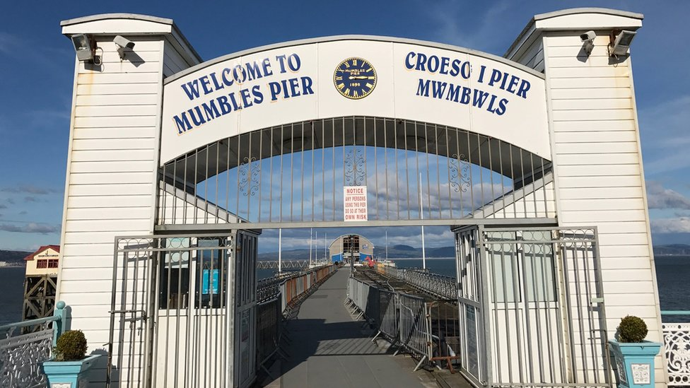Entrance to Mumbles pier