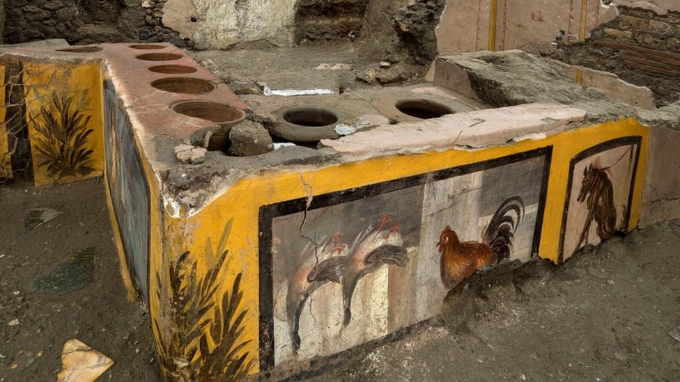Pompeii: Ancient 'fast food' counter to open to the public thumbnail