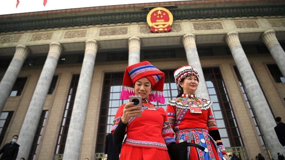 5000多名中國人大代表和政協委員們每年需要從全國各地將提案帶到北京。