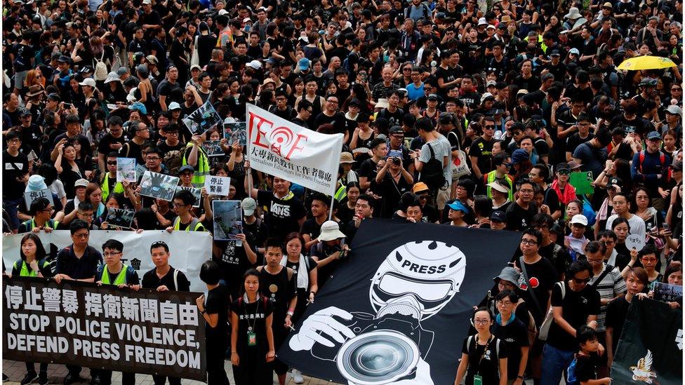 香港7個傳媒工會和組織周日(7月14日)上午發起新聞界靜默遊行
