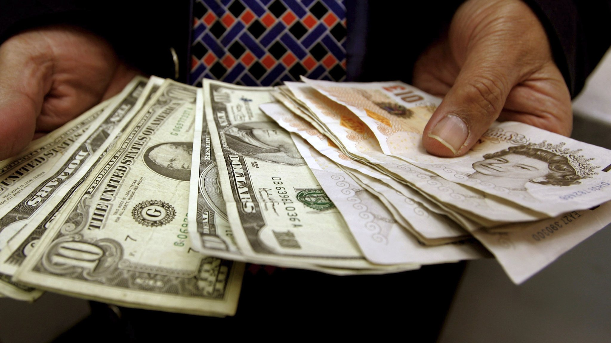 Travellers see pound close to dollar parity