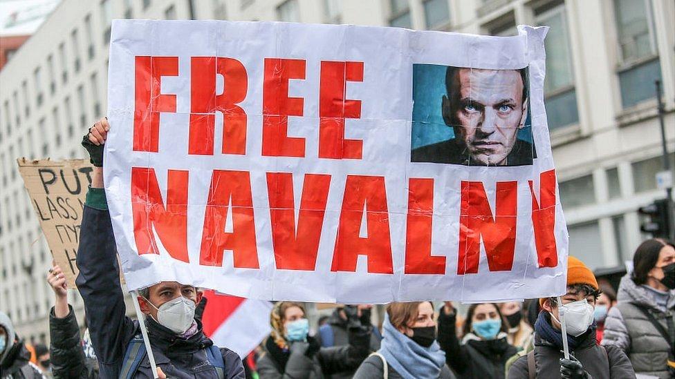 Дайджест: Европа требует освободить Навального и грозит России новыми санкциями