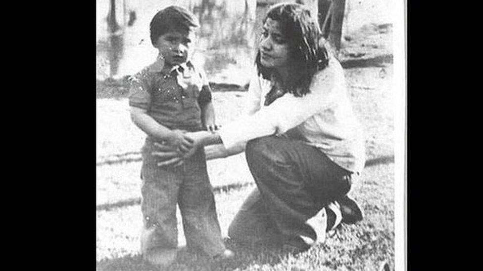 Luis con su madre, Nalvia