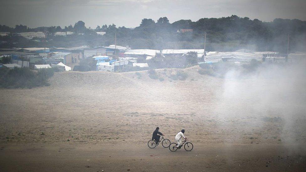 Noor presentó a los migrantes a los traficantes en el campamento de migrantes 'Calais Jungle', que fue demolido en octubre de 2016