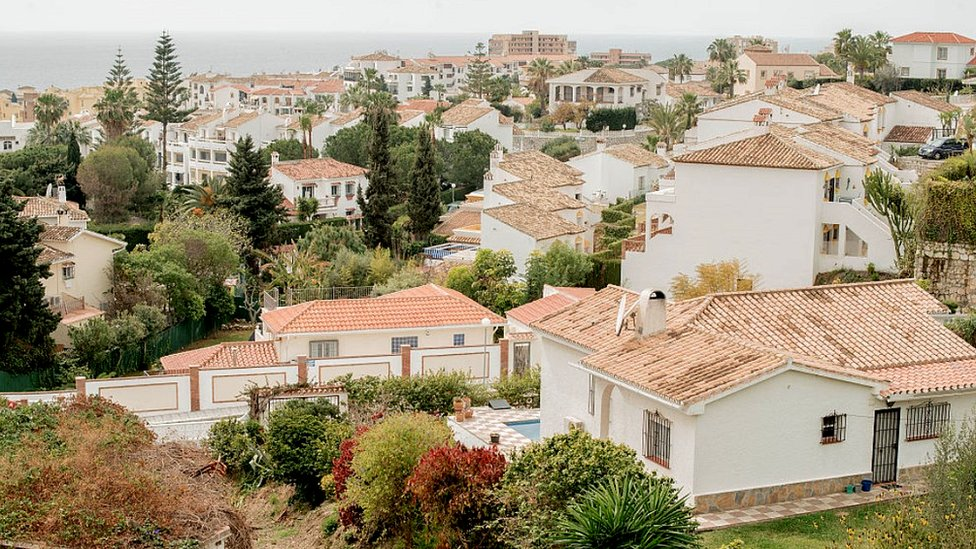 Brexit leaves Spain's Costa Brits facing dilemmas thumbnail