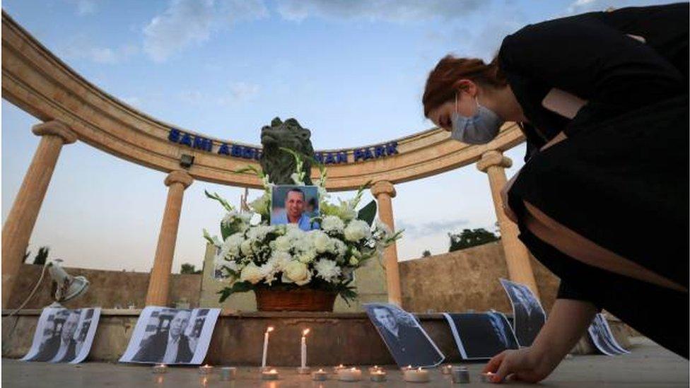 ناشطون في أربيل يحيون الذكرى السنوية الأولى لاغتيال هشام الهاشمي