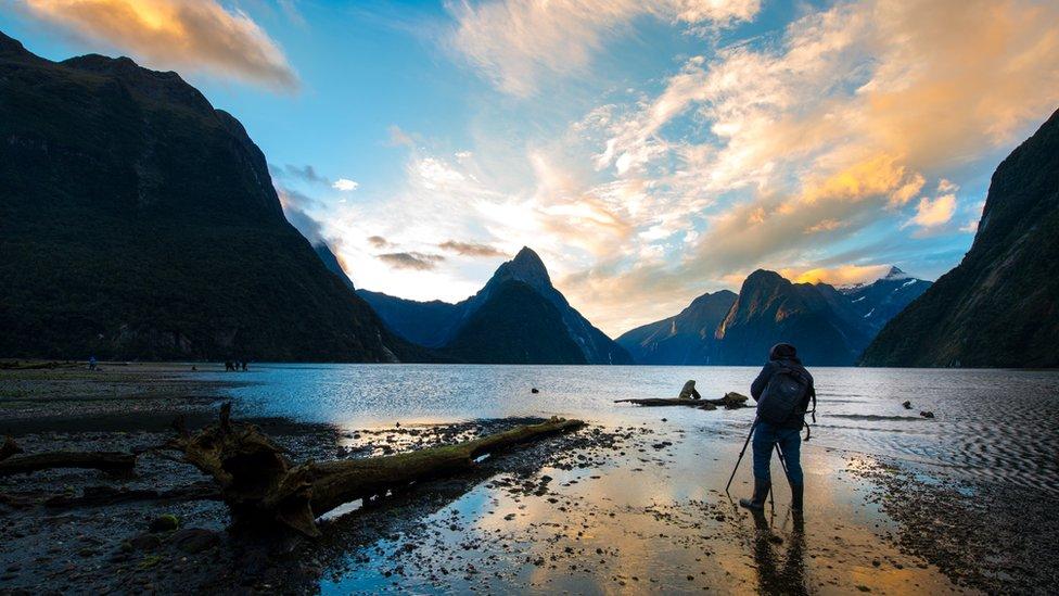 Nueva Zelanda es uno de los puntos más altos de Zelandia, tras haber sido empujada hacia arriba por el movimiento de las placas tectónicas.