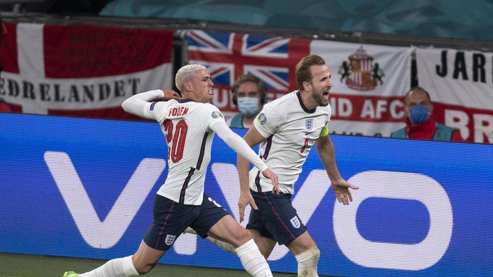 من مباراة انجلترا والدنمارك في الدول قبل النهائي والتي انتهت بفوز انجلترا على الدنمارك 2/1