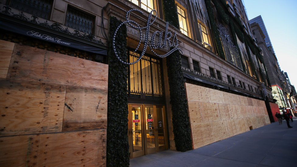 Saks 5th Avenue in New York prepares for election unrest