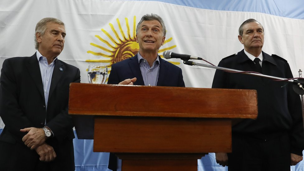 Argentine President Mauricio Macri (C) and Defence Minister Oscar Aguad (L) address a press conference at navy headquarters in Buenos Aires, Argentina, 24 November 2017.