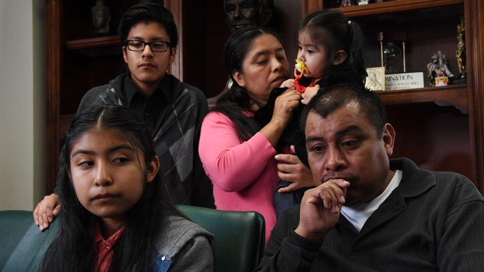 Las imágenes de familias que se encuentran en la incertidumbre son frecuentes, pero no siempre explican la profundidad de la situación que atraviesan.