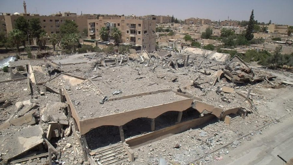 The ruins of a market and bakery in Tabqa after an airstrike on 22 March 2017