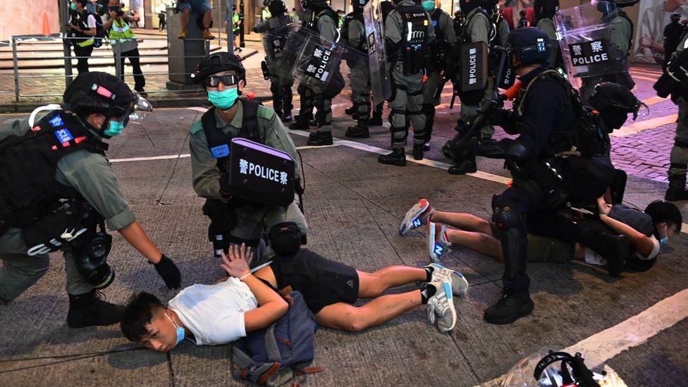 香港警察拘捕抗議者