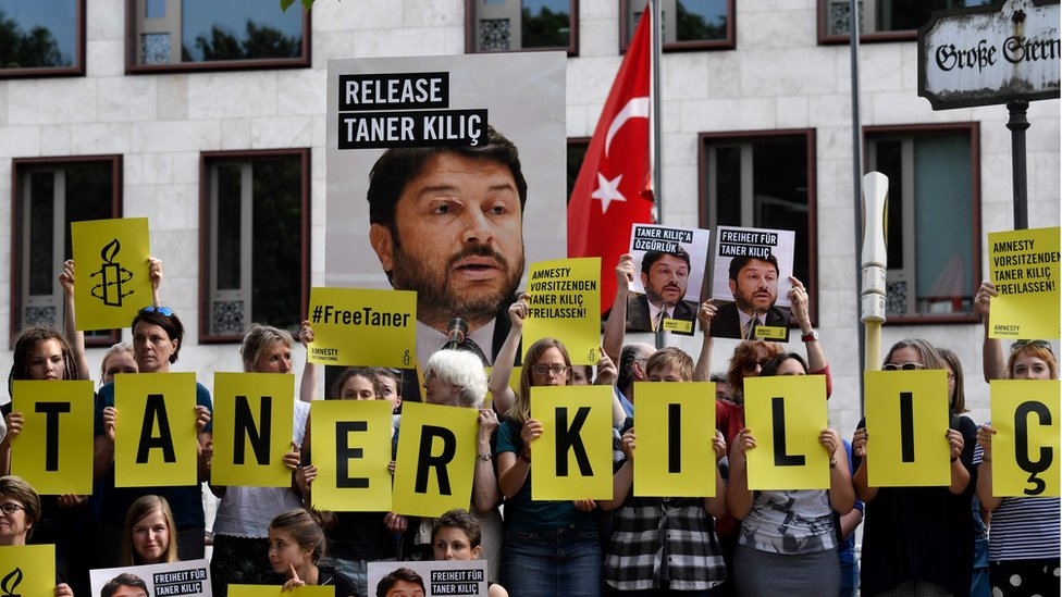 Activists campaign for release of Amnesty's Taner Kilic in front of Turkish embassy in Berlin, 15 June 2017