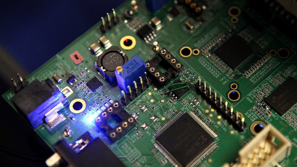 Las placas semiconductoras están hechas de silicona