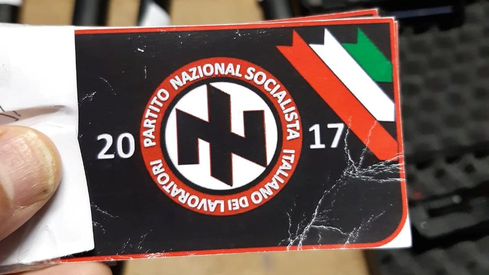Nalepnica sa simbolom samozvane Nacionalno socijalističke radničke partije Italije