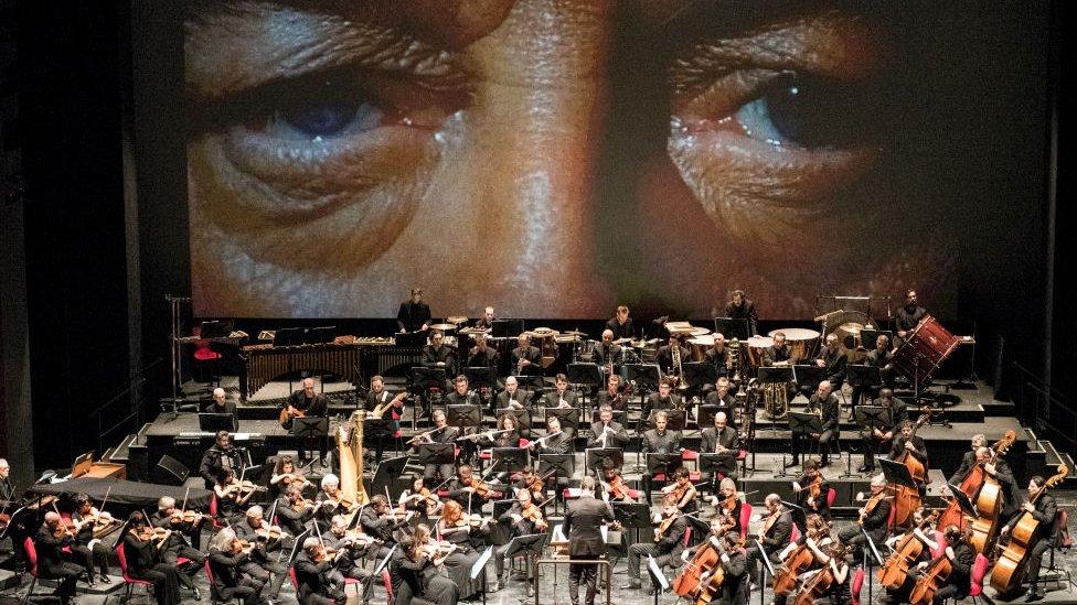 Orquesta toca la música de Morricone