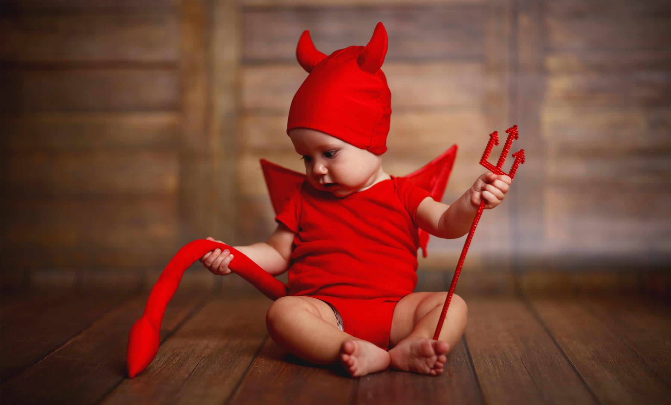 Bebé disfrazado de demonio
