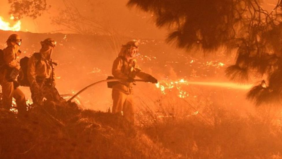 الحرائق تترك كاليفورنيا في مواجهة انقطاعات كبرى في الكهرباء