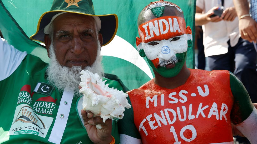 Cricket World Cup: India v Pakistan in Manchester prompts huge crowds