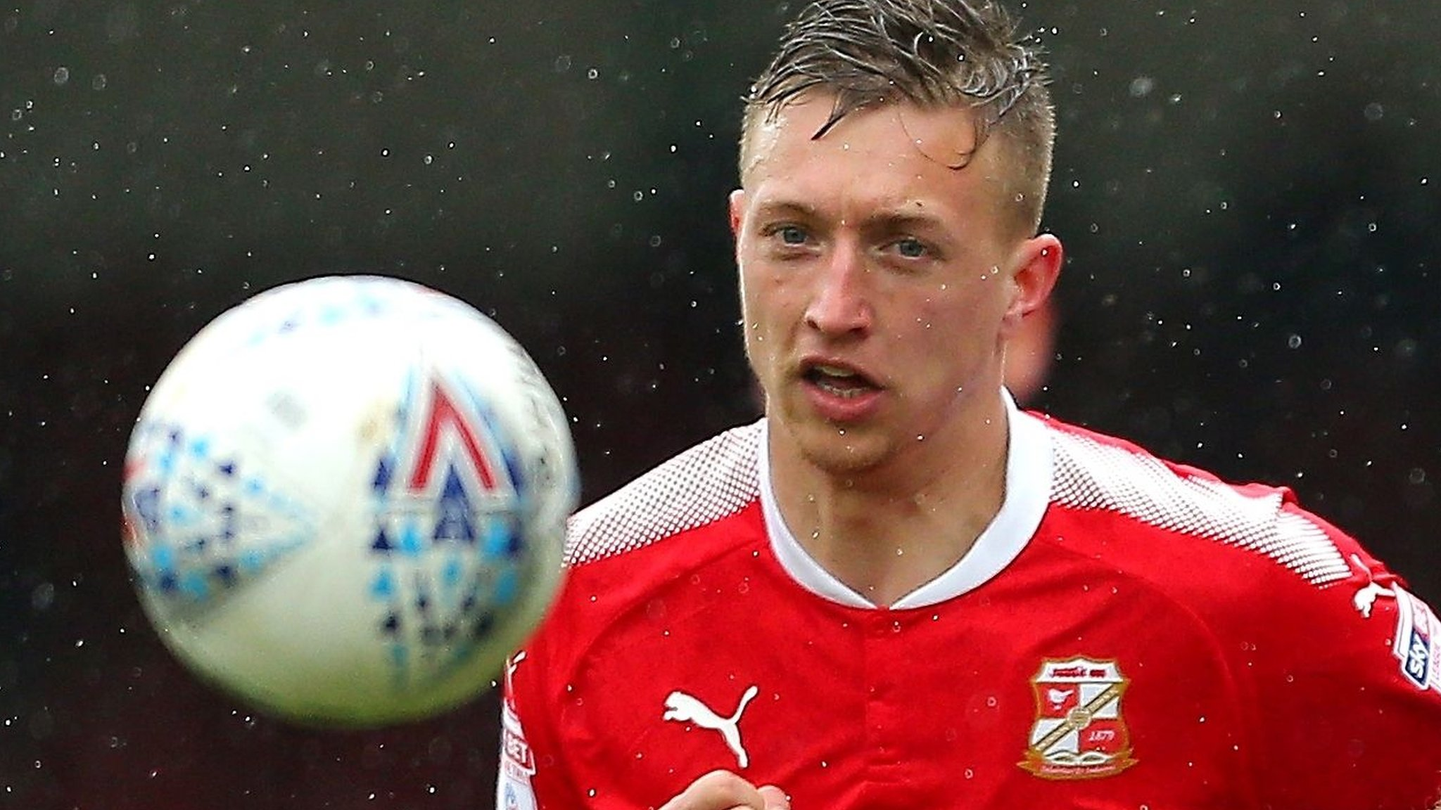 Luke Norris: Swindon Town extend striker's contract