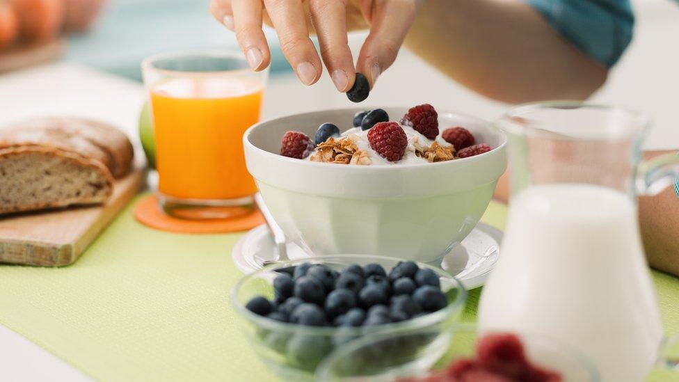 Lo importante es consumir una variedad de productos ricos en flavonoides, dicen los investigadores.