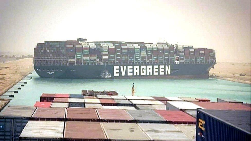 Terusan Suez diblokir oleh kapal Ever Given