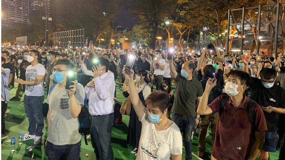 今年香港市民仍然可以用悼念燭光點亮維園,但很多人擔心《國安法》實施後,悼念晚會將難以舉行。