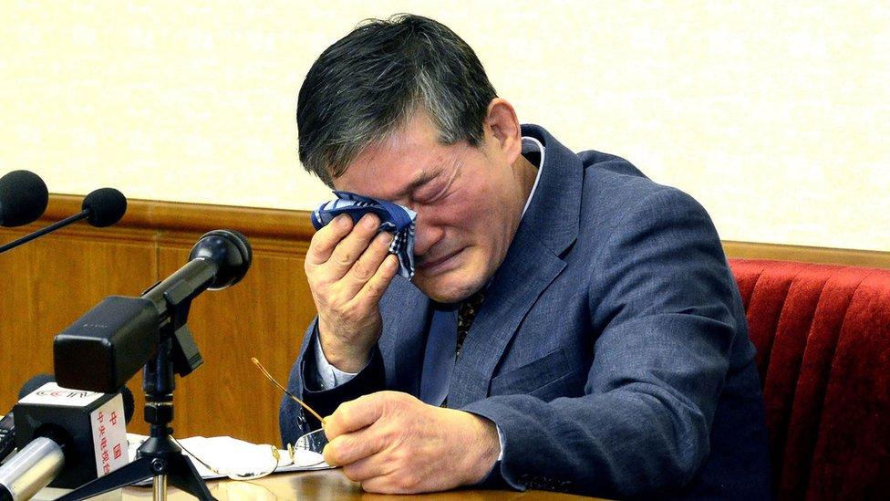 صورة نشرتها وكالة الأنباء الكورية الشمالية الرسمية تظهر لكيم دونغ- تشول أحد المعتقلين الثلاثة