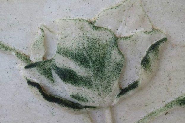 Mármol con manchas verdinegras