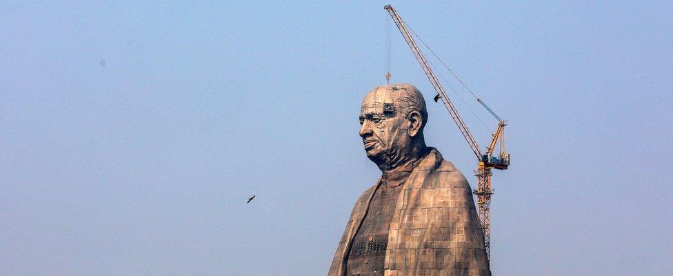 """Radnici u Indiji na gradilištu """"Statue jedinstva"""""""