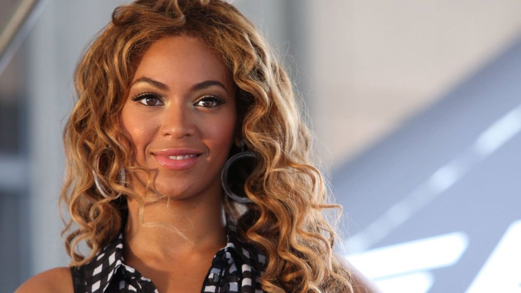 BBC News - Beyoncé's BET speech: 'Vote like our life depends on it'