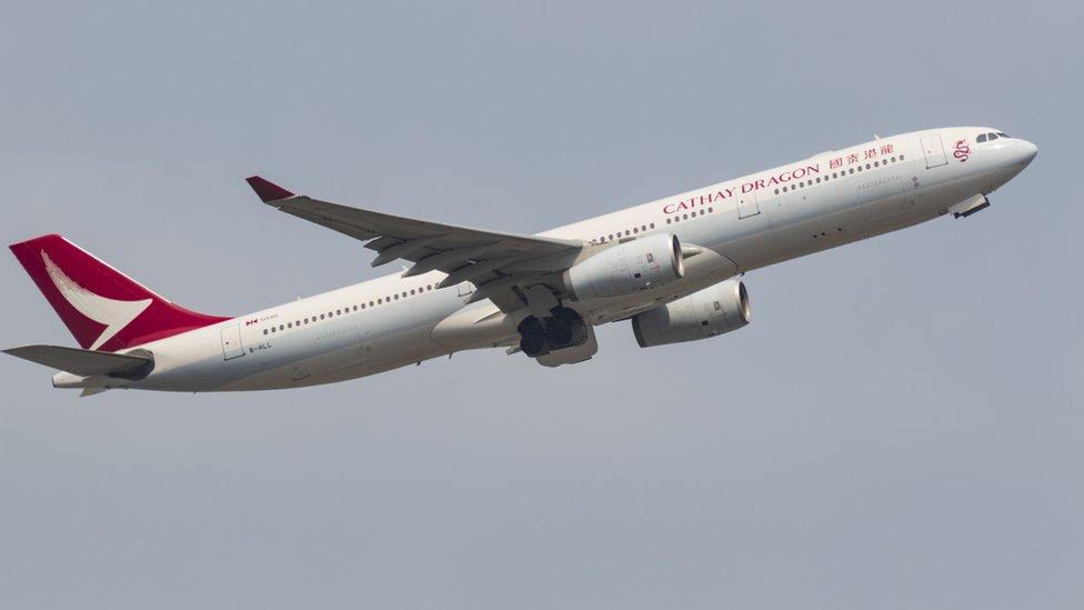 一架國泰港龍客機從香港國際機場起飛(9/3/2020)