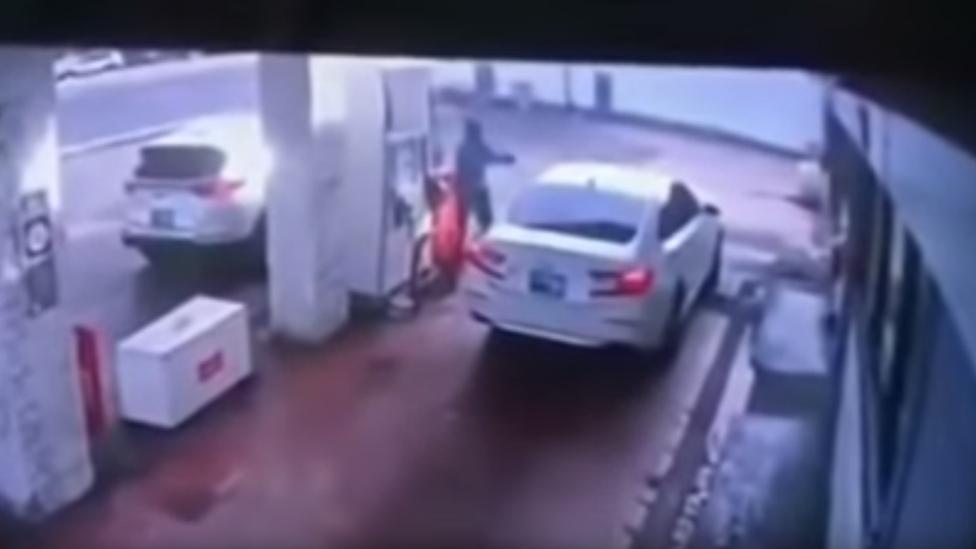 tiroteo en una gasolinera.