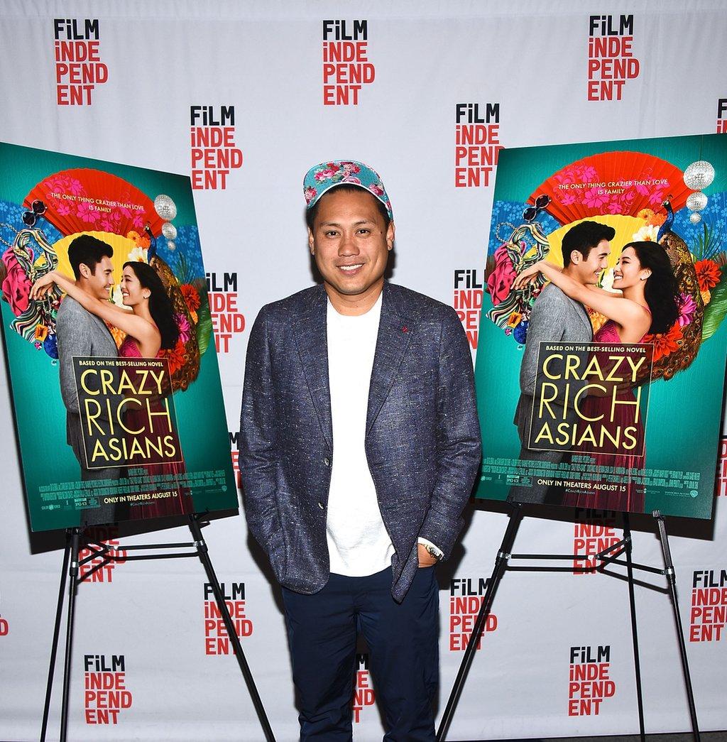 導演朱浩偉(Jon M.Chu,如圖):一位出生在當地的華人二代,導演了25年來第一部,全部都是亞裔角色的好萊塢電影。