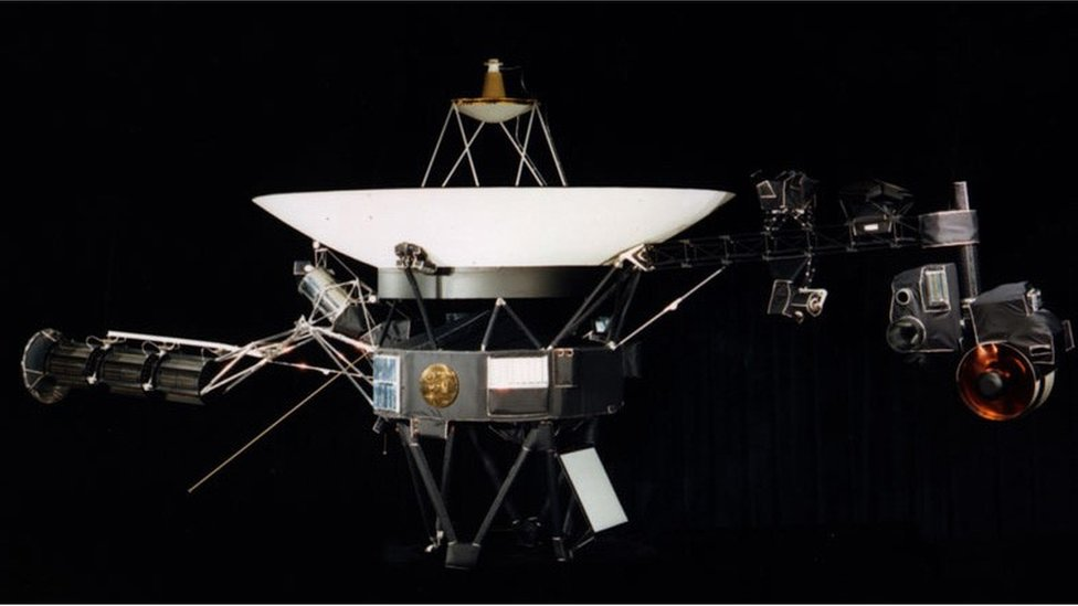 Nasa's Voyager 2 probe 'leaves the Solar System'