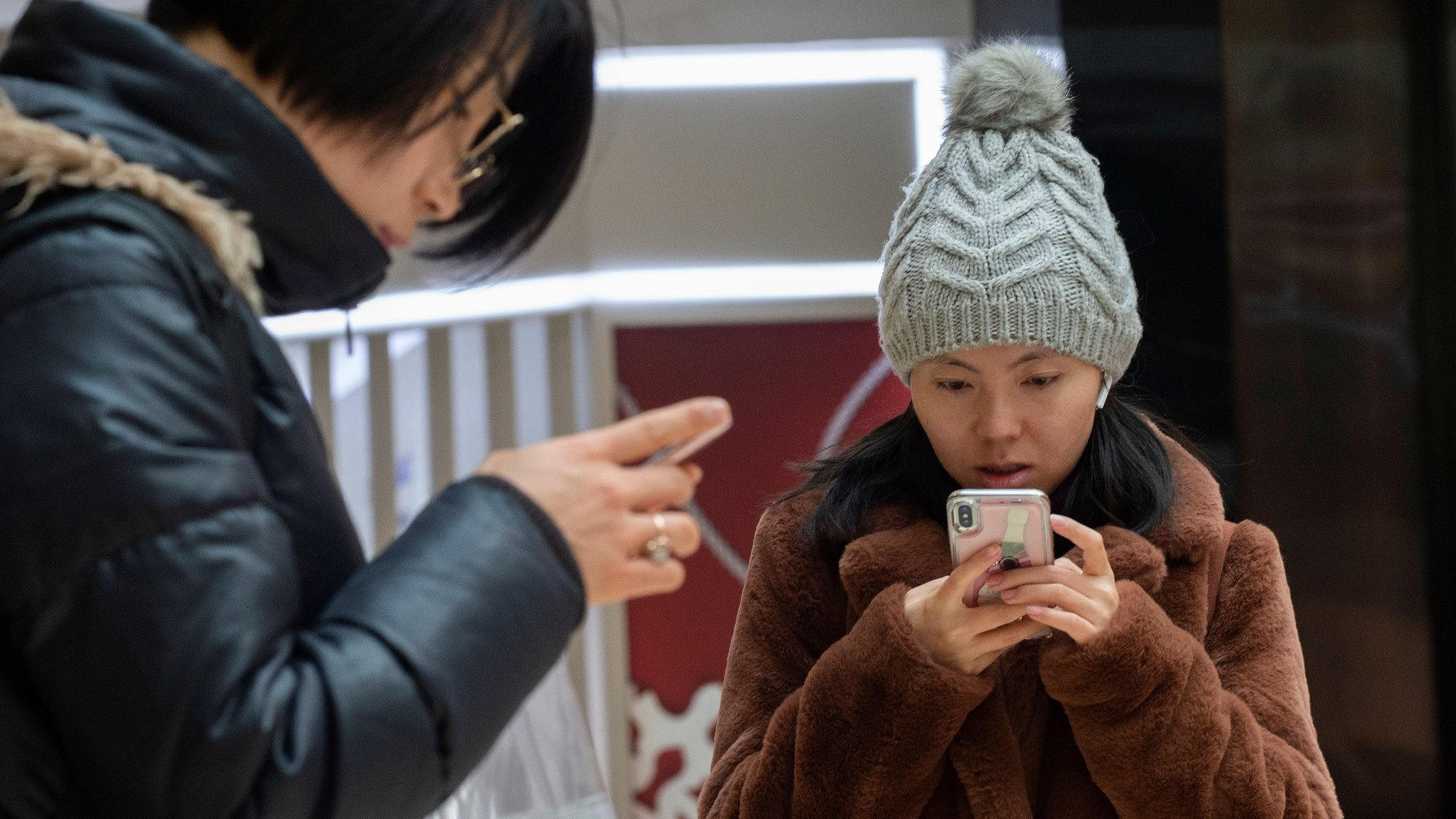 'Smartphone zombie' fine cheered on Chinese social media