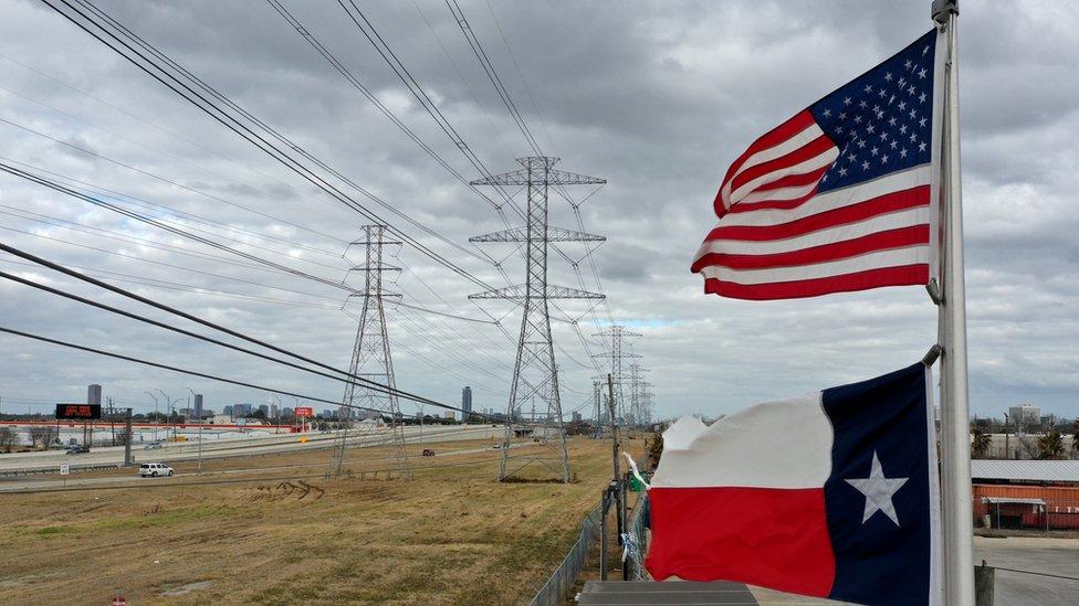 Teksas eyaleti genelinde milyonlarca kişi elektriksiz kaldı, ısınma sistemleri çöktü.