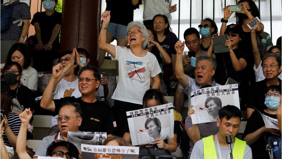 大批示威者不理警方警告集會抗議。