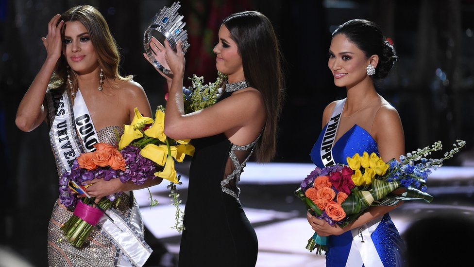 Miss Colombia Ariadna Gutierrez (left) was mistakenly named winner of 2015 Miss Universe
