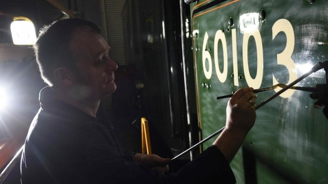 Painter applies train number to The Flying Scotsman