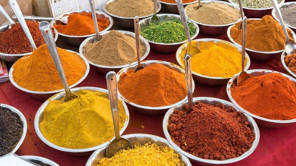 يعتمد الطب التقليدي في الهند على وصفات من الأعشاب والبهارات