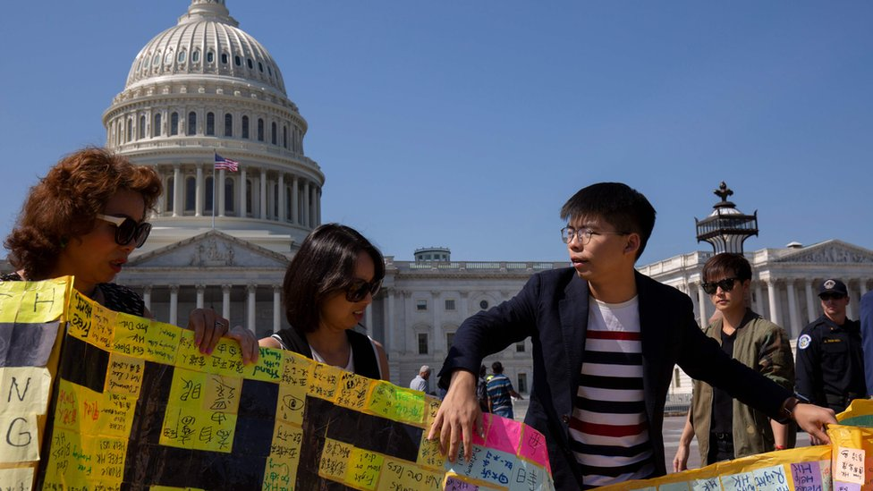 黃之鋒曾赴美爭取美國國會通過《香港人權與民主法案》。