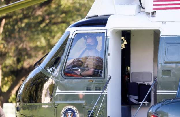 搭乘直升機短途飛往華盛頓特區郊區的沃爾特·里德國家軍事醫學中心