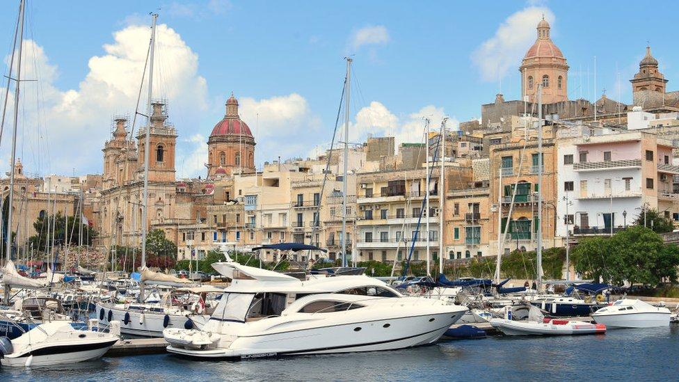 Золотые паспорта Мальты: в схеме получения гражданства нашли лазейки