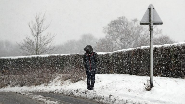 UK snow: Freezing conditions hit evening rush hour