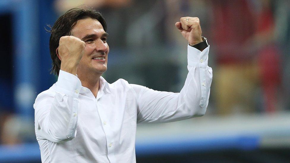 مدرب المنتخب الكرواتي زالتكو داليتش يحتفي بفوز فريقه